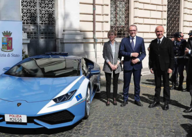 Italian Police Use a Lamborghini Huracan to Urgently Transport a Kidney from Rome to Padua